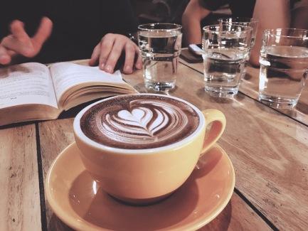 La escena de bares y cafés hace las veces de plan de fin de semana.